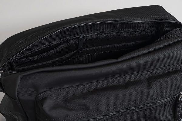 普段使いにちょうどいいサイズの、おしゃれなショルダーバッグ