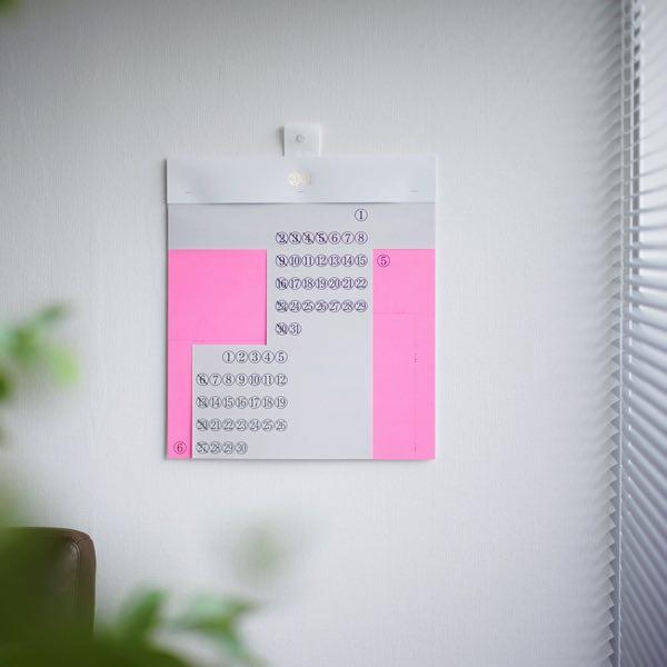 さまざまな質感の紙が重なる、こだわりがつまったおしゃれな壁掛けカレンダー2021年版