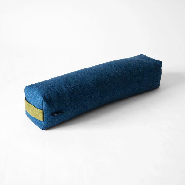 足枕や腰枕、抱き枕のような使い方もできる、おしゃれなロング枕
