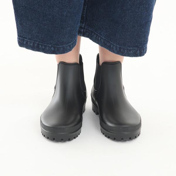 雨の日のコーディネートに悩まない、スタイリッシュなデザインのおしゃれなレインシューズ