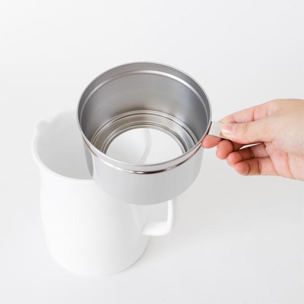 匂いがつきにくく洗いやすく衛生的な、おしゃれな琺瑯製のオイルポット