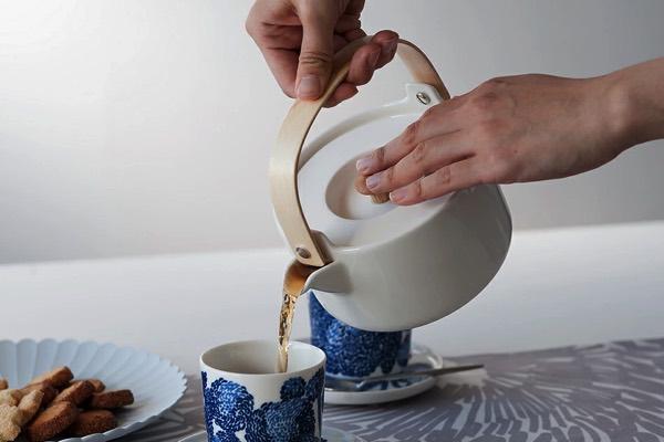 北欧らしいデザインながら日本茶を淹れる時にもおすすめの、おしゃれなティーポット