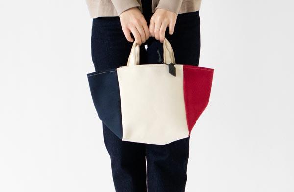 真四角の底面と台形に広がるシルエットがおしゃれな、フランス製バッグ