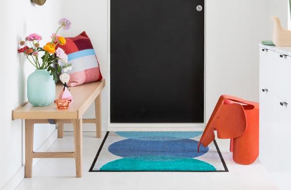 部屋の中に彩りをそえてくれる、おしゃれな玄関マット