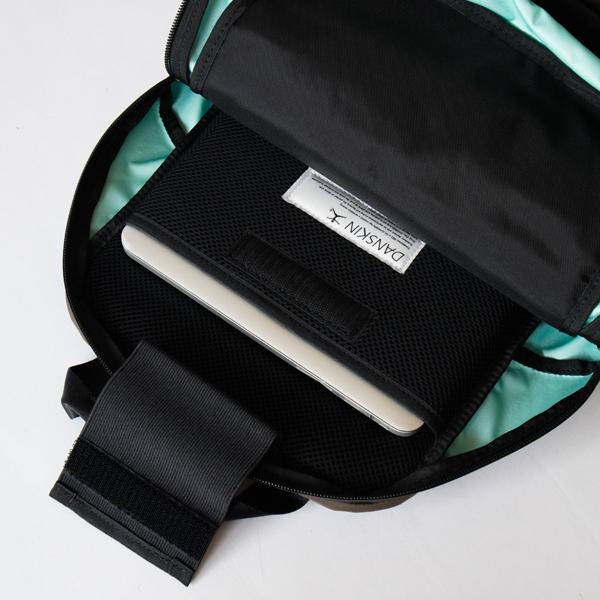 流行に左右されないシンプルなデザイン、おしゃれなバックパック
