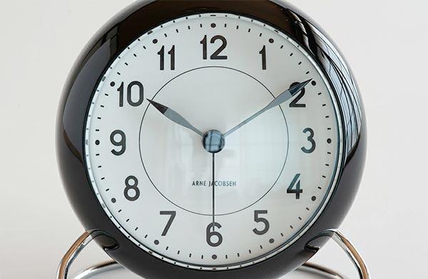 北欧デザインの巨匠がデザインした、おしゃれな目覚まし時計