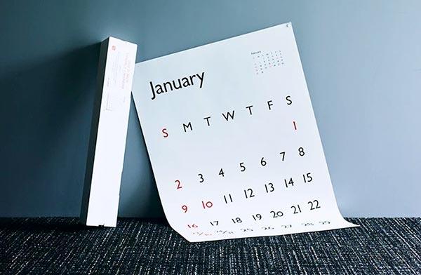 書体そのものの美しさを活かした、シンプルなポスターカレンダー2022年版
