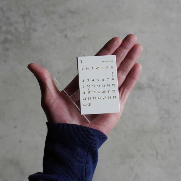 手のひらサイズのおしゃれでコンパクトな卓上カレンダー